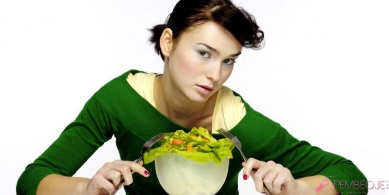 Tavuk ve mısır ile basit salata