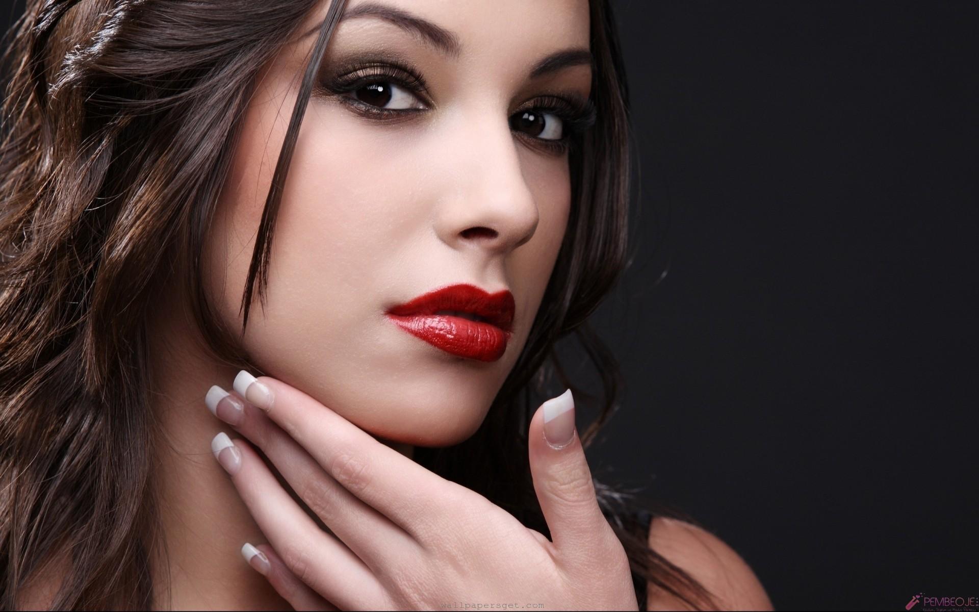 Makyaj Uyarısı: Bayanların En Çok Yaptığı Makyaj Hataları