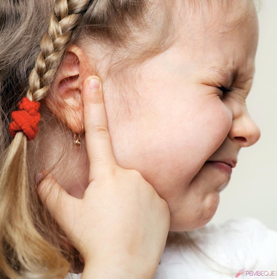 Bebeklerde Kulakta Sivilce Neden Olur, Nasıl Geçer